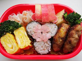 ピンクのクローバー?雑穀米のお弁当